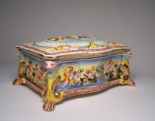 Capodimonte Bathing Beauty Dresser Box